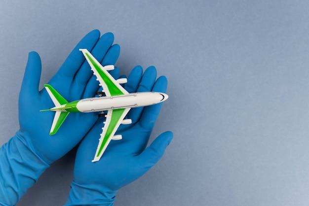 外科用医療用マスクを備えた飛行機