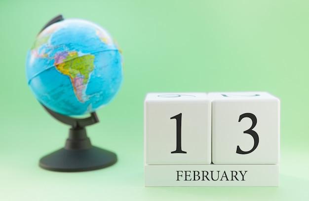 番号付きプランナー木製キューブ、2月、冬の13日