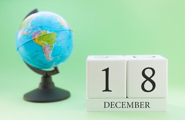 プランナー木製キューブ、数字、18日、12月、冬の