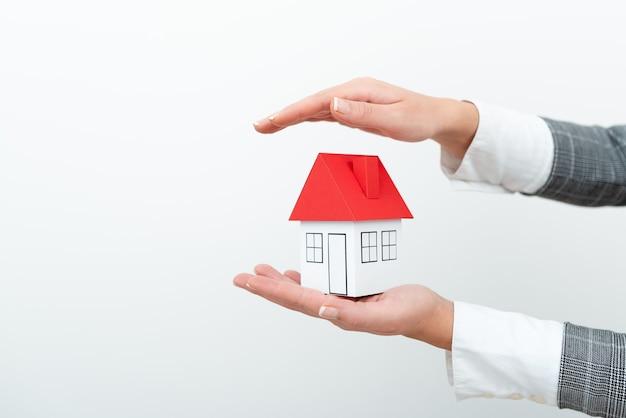 新しい家のアイデアを移動する計画を作成する計画を作成する家族の将来の家の拡張には住宅が必要です