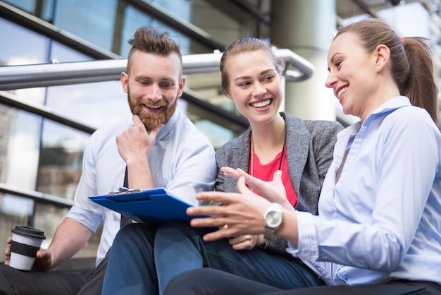 同僚との作業を計画することは成功のための素晴らしい方法です