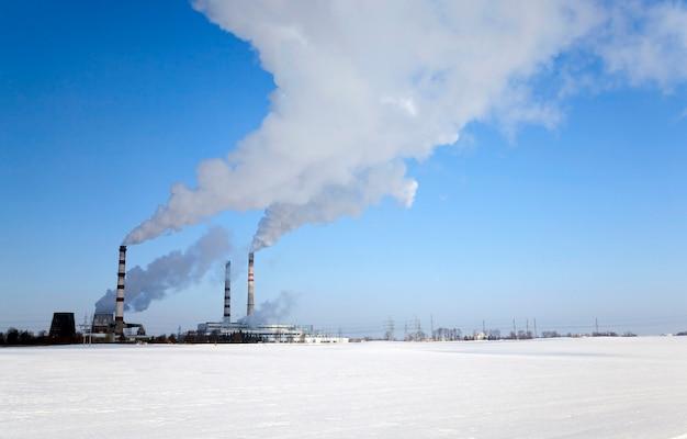 冬季の化学製品の生産のためのプラント。