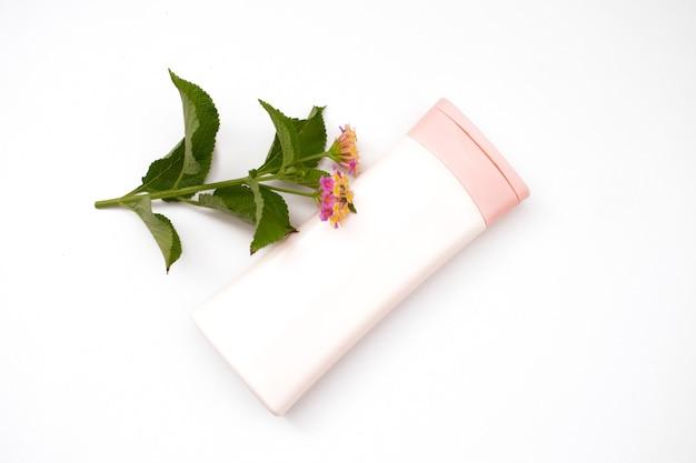 흰색 배경에 고립 된 플라스틱 병