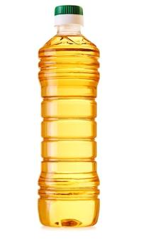 白い背景で隔離の食用油のプラスチックボトル
