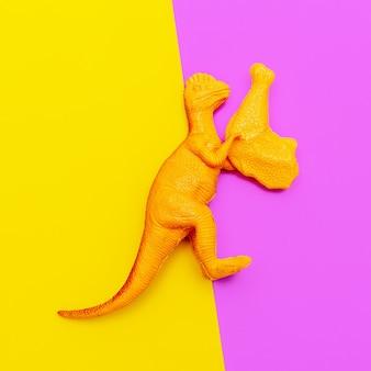 닭이 있는 플라스틱 공룡. 패스트 푸드 컨셉 아트