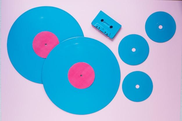 Пластиковые диски и компактная кассета