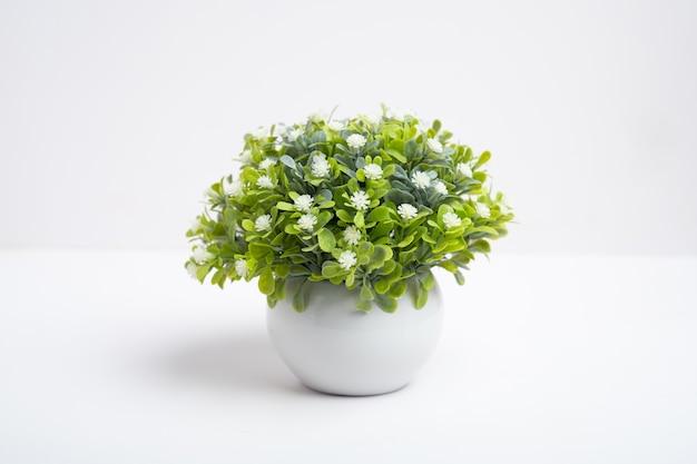 장식용 꽃병에 플라스틱 꽃, 가짜 꽃
