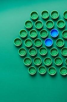 녹색 배경에 플라스틱 녹색 커버