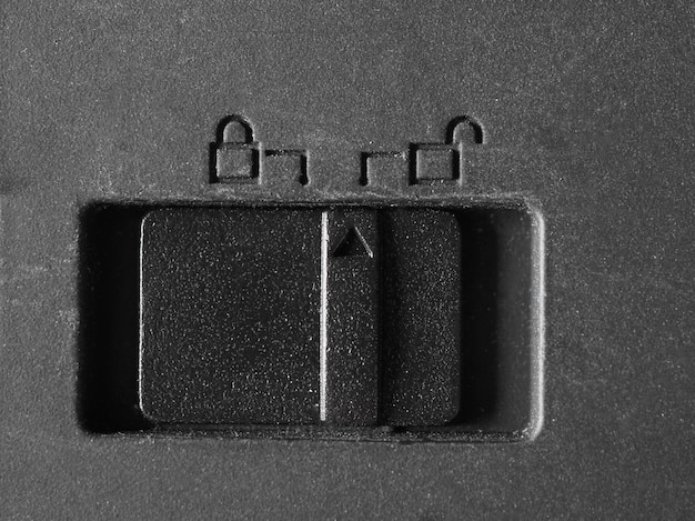 Plastic lock on op