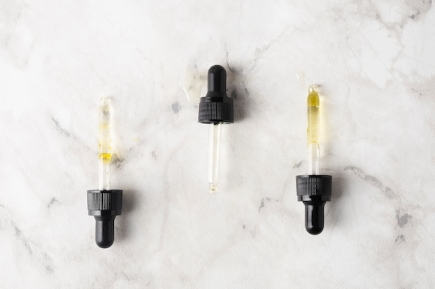Plastic pipettes for skincare oils
