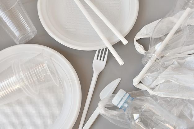 プラスチック製品、プレート、フォーク、ナイフ、バッグ、ストロー、カップ、ボトルを生産します。