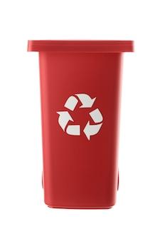 プラスチック製の赤いゴミ箱は白い背景で隔離できます