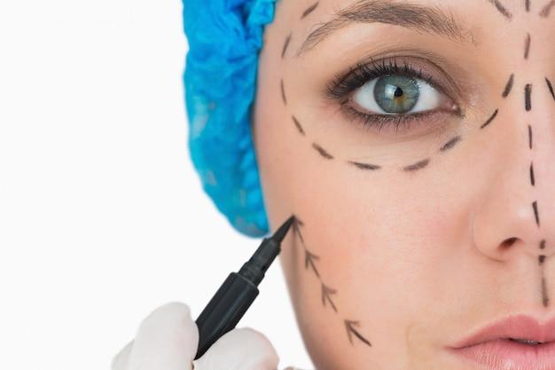 Plastic surgeon marking face