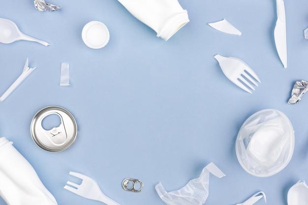 Пластмассы для вторичной переработки на фиолетовом