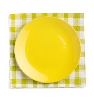 접시와 냅킨 흰색 배경에 고립