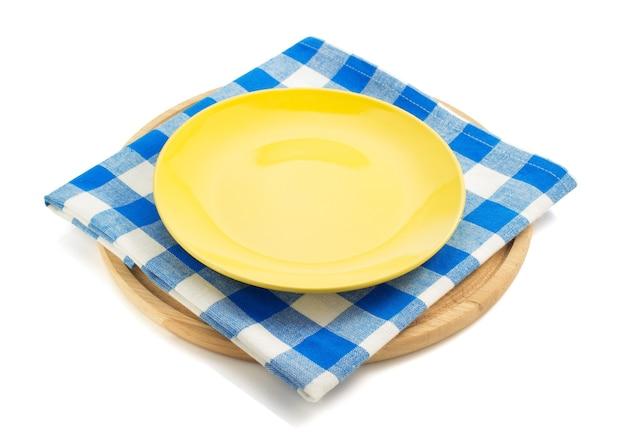 흰색 바탕에 냅킨 천으로 접시