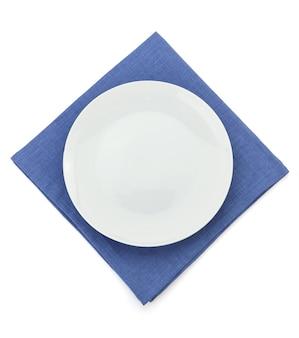 흰색 절연 냅킨에 접시