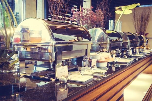 Тарелка мяса банкетный стол отель