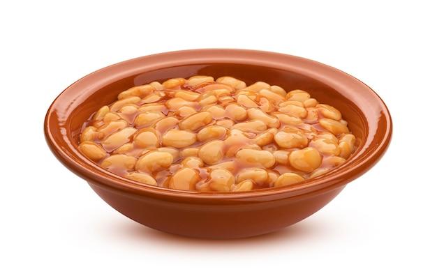 흰색 배경에 격리된 토마토 소스에 구운 콩 접시