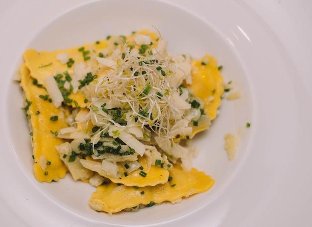 新鮮な自家製イタリアンパスタとリコッタチーズのプレート