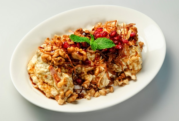 동양 아랍 과자 바클라바 접시입니다.