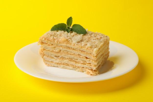 美味しいナポレオンケーキのプレート
