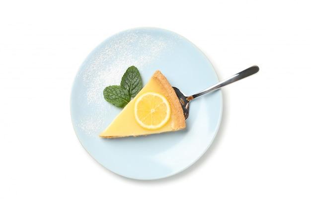 레몬 타르트 슬라이스와 민트 흰색 배경에 고립 된 접시