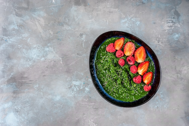 Plate with spinach and pineapple smoothie seeing from above