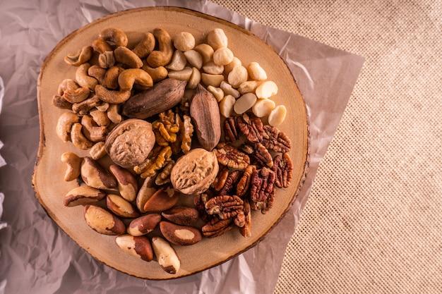 견과류와 말린 과일의 고원