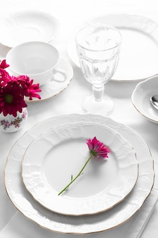 Plates arrangement with pink flowers