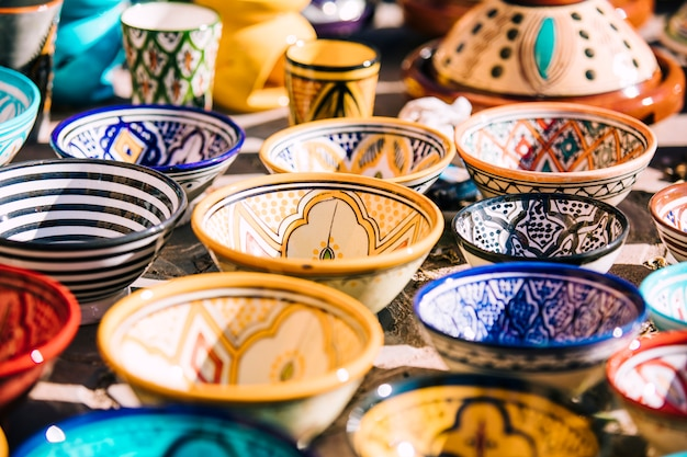 モロッコで市場に出ているプレート