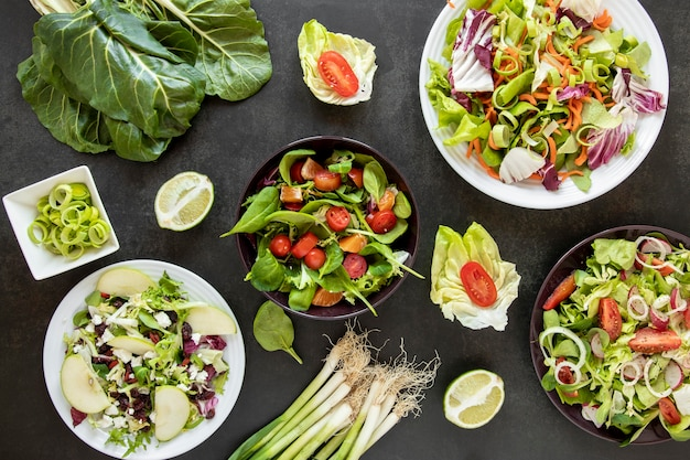 Тарелки с разными салатами