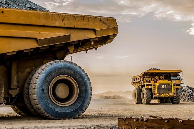 남아프리카의 한 사이트에있는 백금 채굴 기계
