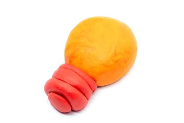 白地に生地の電球を再生します。アイコン電球。手作りの粘土粘土