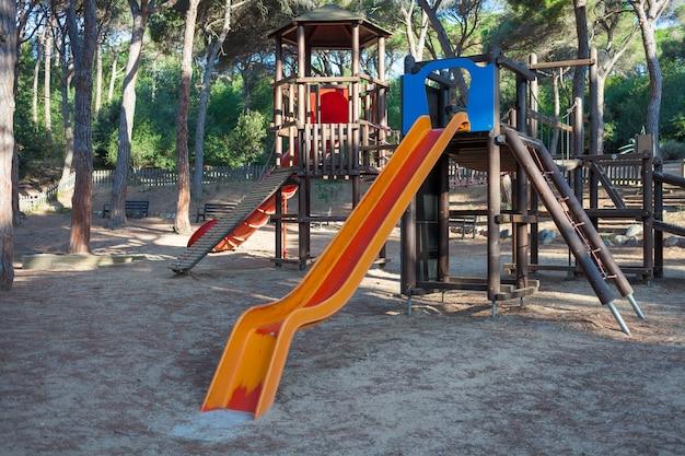 Детская площадка в парке на берегу средиземного моря.