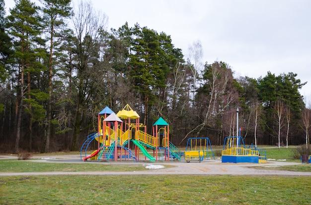 Детская площадка в лесу
