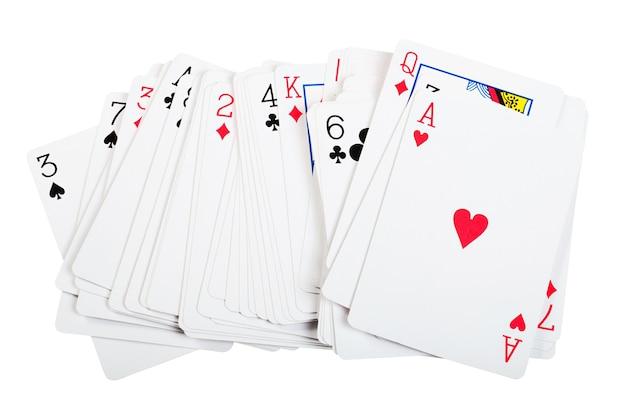 Игральные карты, изолированные на белом фоне