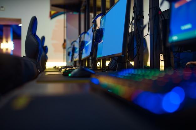 遊び場、コンピューターゲームクラブのインターロワール、誰も