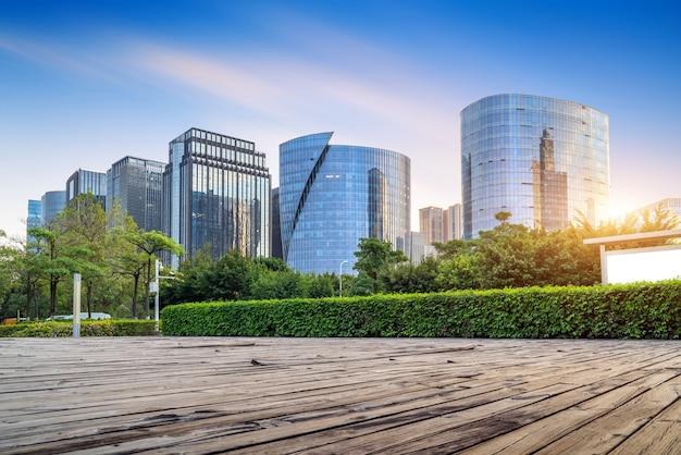 プラザと近代的な高層ビル、厦門cbd、福建省、中国。