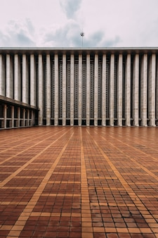 The plaza of istiqlal mosque is called keramik merah, means red ceramic tile.