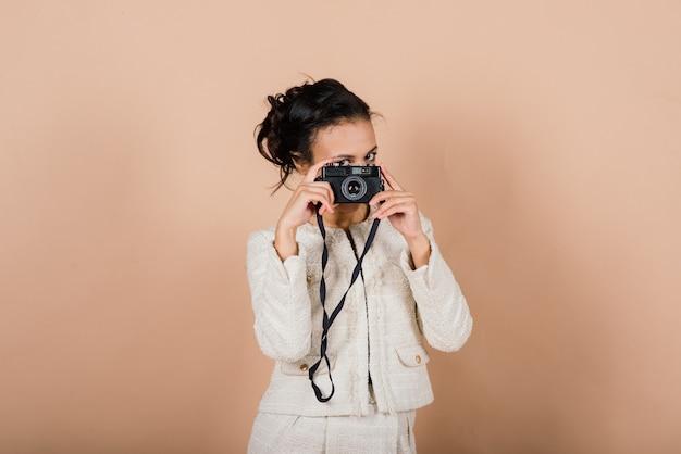 사진, 스튜디오 촬영을 만드는 즐거운 아프리카 젊은 여자
