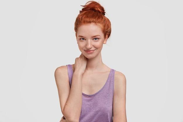 生姜髪お団子で満足満足若い女性アスリート