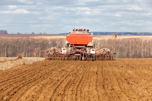 곡물이 자라는 경작지, 큰 작물을 생산하기 위해 비옥 한 토양이있는 밭