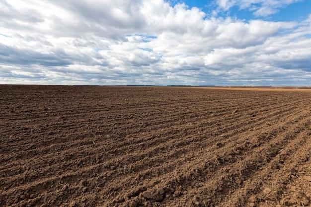Вспаханная почва