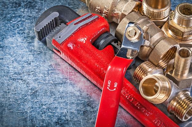 金属表面の配管設備