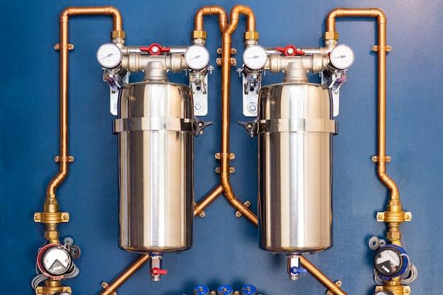 Сантехнический узел для ввода водопровода в дом. медная обвязка, глубокий фильтр, система защиты от протечек, счетчики, редуктор давления
