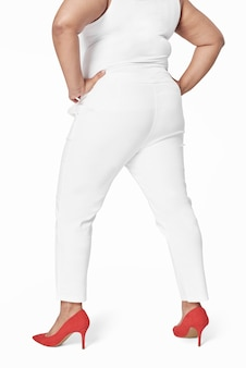 Abbigliamento plus size top bianco e pantaloni rivolti all'indietro