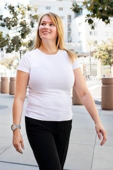 플러스 사이즈 티셔츠 화이트 베이직 여성 캐주얼 아웃도어 촬영