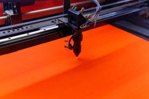Обработка фанерного листа на станке лазерной резки