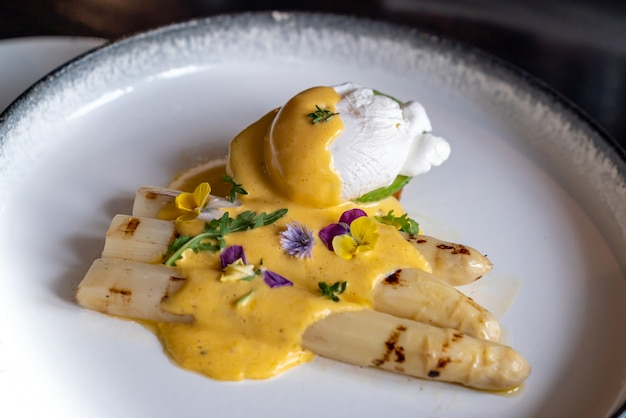 Poached egg grilled white asparagus
